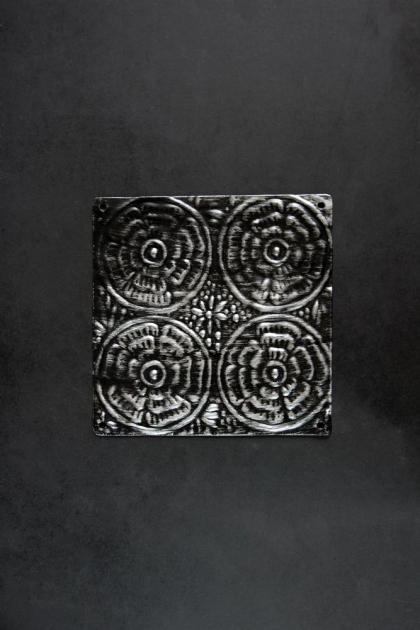 Black Rose Tin Tile - 15cm x 15cm and 30cm x 30cm