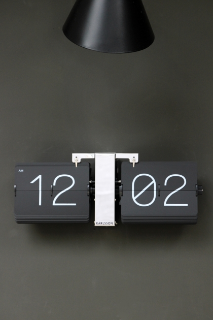Black Flip Clock With Chrome Stand