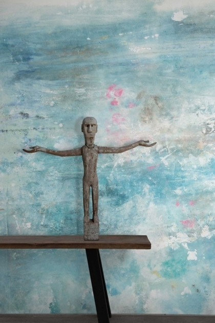 lifestyle image of Feathr Oh La La Wallpaper by Kiki Slaughter - Ice with wooden bench and open arms man ornament on top