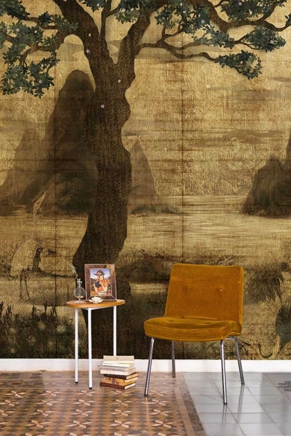 Lifestyle image of the Chinoiserie Wallpaper Mural - Zilant Chai