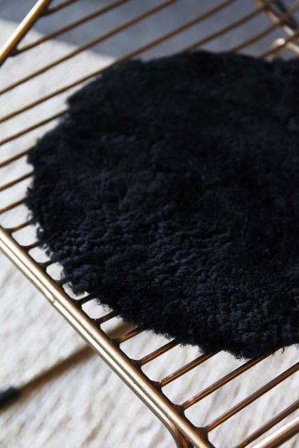 Circular Sheepskin Wool Pad - Black