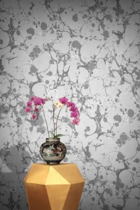 lifestyle image of Feathr Neural Wallpaper - Light with gold side table and vase with pink flowers
