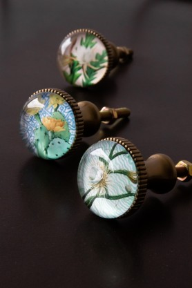Image of the Set Of 3 Glass Floral Drawer Knobs