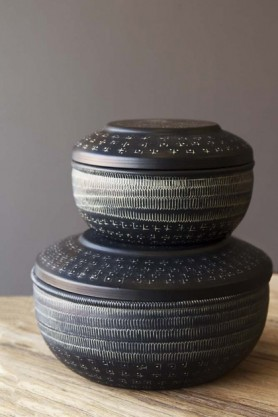 Set Of 2 Black Engraved Pots With Lids