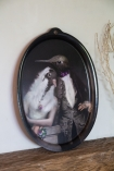 Close-up lifestyle image of the The Lovebirds Galarie De Portraits Oval Tray