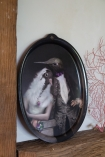 Lifestyle image of the The Lovebirds Galarie De Portraits Oval Tray