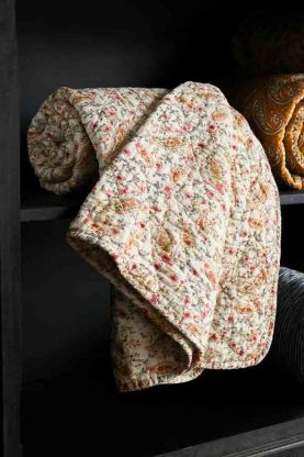 Lifestyle image of the Coral Sands & Yellow Paisley Quilt