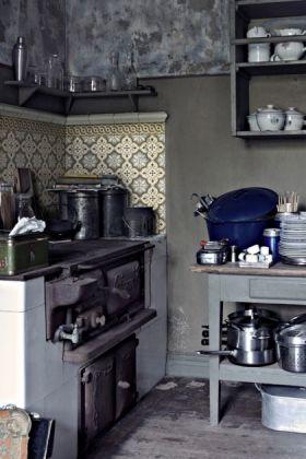 lifestyle image of Beija Vinyl Splashback Roll - Antique Filigranin grey themed kitchen