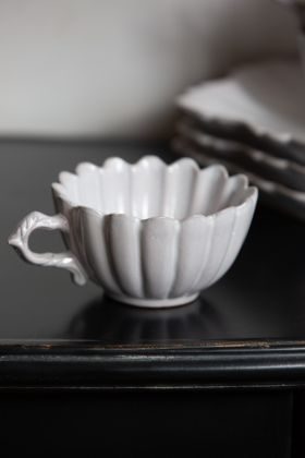Image of the Antique White Traditional Lily Mug