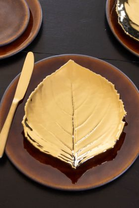 Image of the Christian Tortu Riviera Glossy Gold Leaf Plate on top of a mustard plate