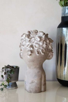 Lifestyle image of the Decorative Singing Head