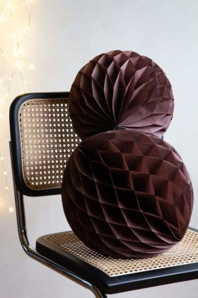 Image of the Set Of 2 Honeycomb Ball Decoration In Chocolate Brown