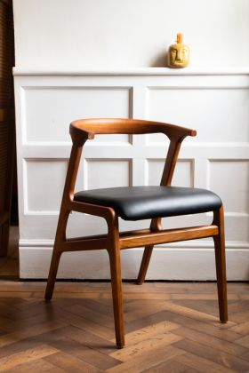 Right angled image of the Solid Wood Mid-Century Black Faux Leather Dining Chair