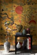 Lifestyle image of the metallic edition of the ByoBu wallpaper with a side table in front of it with black side table and large vases on floor